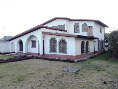 Elegante Propiedad En Calderon (1278m2, 2 Casas, 5 Jardines)