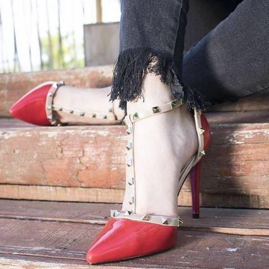 Elegante Zapato Rojo Charol Con Tachas ( No Gacel No Gucci)