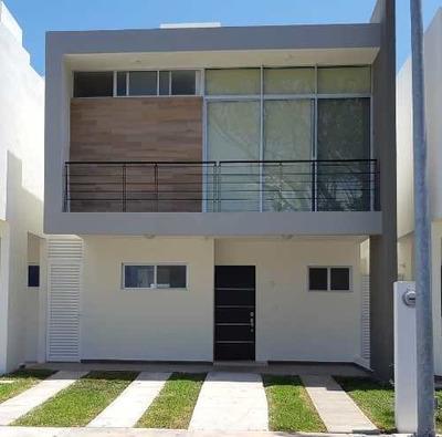 Venta De Casa En Residencial En Av Las Torres Remodelada