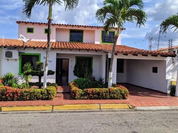 Casas En Venta Cabudare 20-2175 Rg