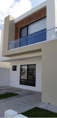 Hermosa Residencia En Altos Juriquilla, 3 Recamaras, 3.5 Baños, Jardín, Alberca