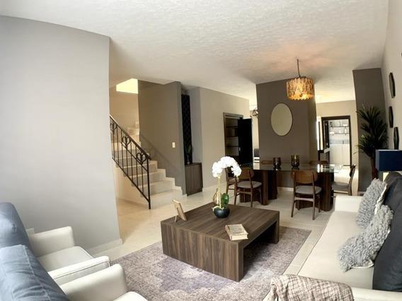 Casa Sola En Venta Residencial Con Alberca. 3 Recámaras Con Baño Completo Y Estudio En P. B.