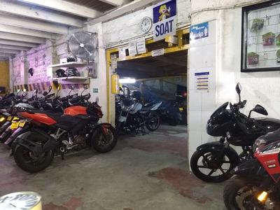 Parqueadero De Motos Con Locales