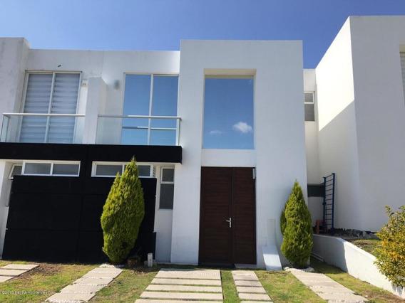 Casa En Renta En El Refugio, Queretaro, Rah-mx-19-2324