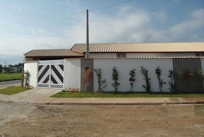 Casa Com Churrasqueira E Piscina A Venda Em Itanhaém.