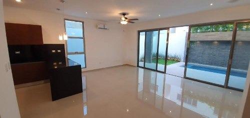 Residencial Aqua. Hermosa Casa Para Estrenar En Venta Con Alberca De 3 Recámaras Fase Ii. Supermanzana 330 Cancún. Quintana Roo