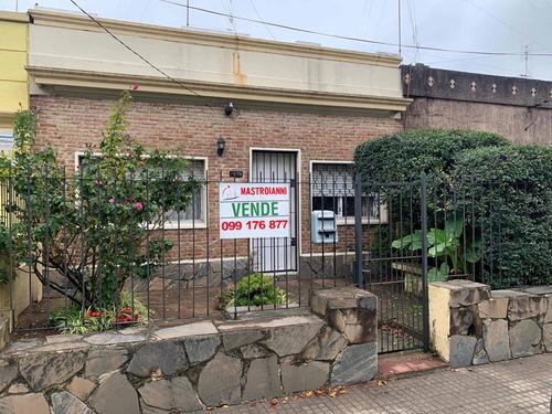 Linda Casa De Dos Dorm, Lugar Para Auto Y Patio Al Fdo !!!!