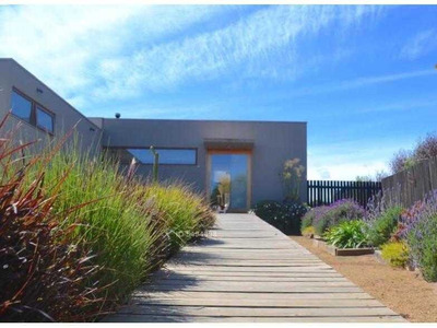 I. Holzapfel #349. Hermosa Casa 3d3b De Construcción Moderna Con Piscina Y Espectacular Visa Ubicada En Mantagua.