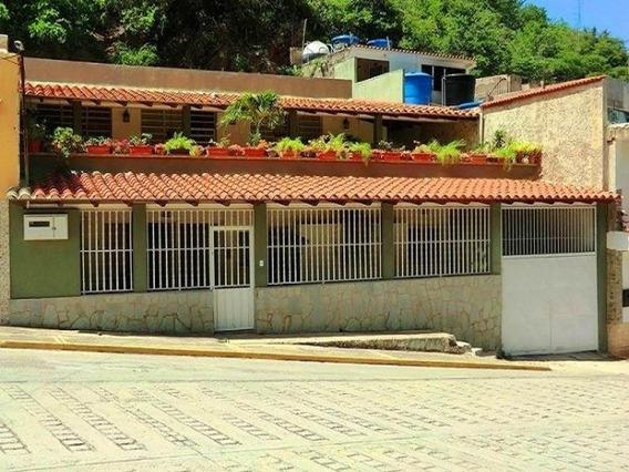 Casa En Venta 4 Habitacion,4 Baños En Macuto- Vargas