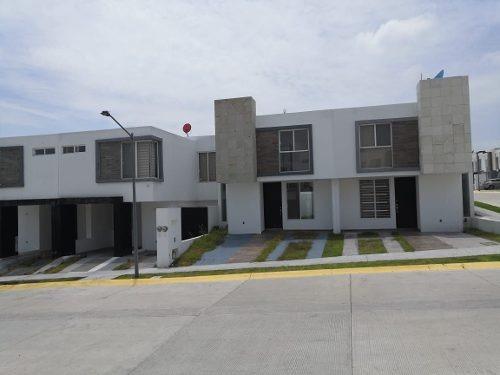 Preciosa Casa En Juriquilla, San Isidro, 3 Recamaras, 2.5 Baños, Jardín, Terraza