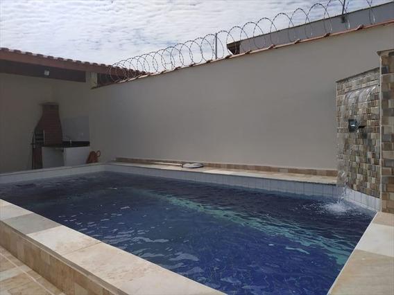 Casa Com Piscina E Churrasqueira Para Financiar Em Itanhaém.