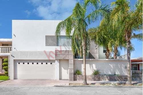 Casa En Venta, Luxury House, En El Campestre, Gómez Palacio, Te Invito A Conocerla!