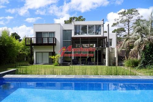 Moderna Casa San Rafael- Ref: 5451