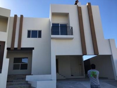 Increíble Residencia En Fraccionamiento Privado Con Casa Club.