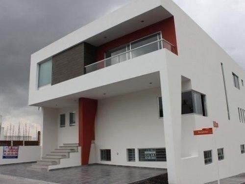 Hermosa Residencia De Autor En Venta Dentro De Lomas De Juri