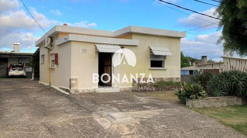Piriápolis Centro Casa En Venta 8 Playa 2 Dormitorios 1 Baño