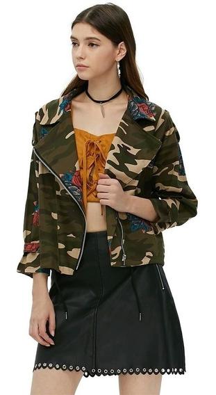 Jaqueta Bomber Com Estampa Camuflada E Floral E Zíper