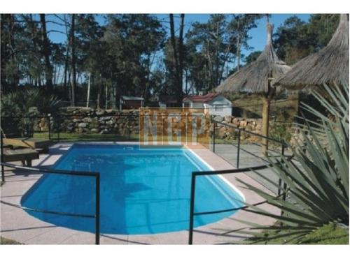 Casa Con Piscina  En Bo. Cordoba,-ref:19550