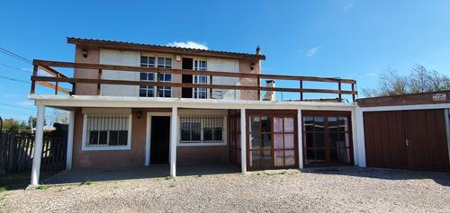 Casa Dos Dormitorios, Tres Baños. Posible Rebaja Al Contado