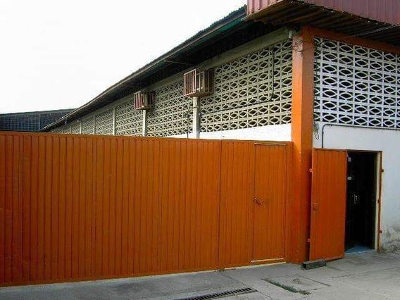 En Plena Zona Industrial De Barquismeto, Galpón