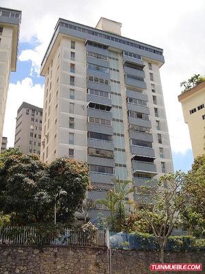Código # 821 Apartamento En Colinas De Bello Monte.