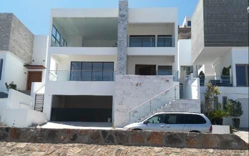 Excelente Casa Nueva En Fraccionamiento Privado, Con Sotano.