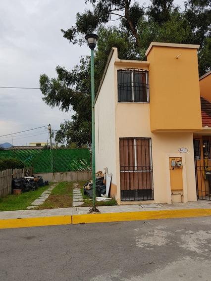 Casa De 2 Recamaras, 2 Estacionamiento O Terreno Para Amplia