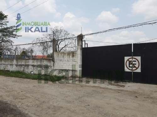 Renta Terreno 13,000 Con Oficinas Bodega Col. Tepeyac Poza Rica Veracruz México. Cuenta Con 4 Oficinas, Área De Recepción, Cocina, Laboratorio, 2 Baños, Amplia Bodega, 2 Rampas De Carga Y Descarga, C
