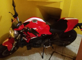 Ducati Monster 821 Strip