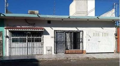 Venta De Casa Con Local Comercial En Col. Playa Linda