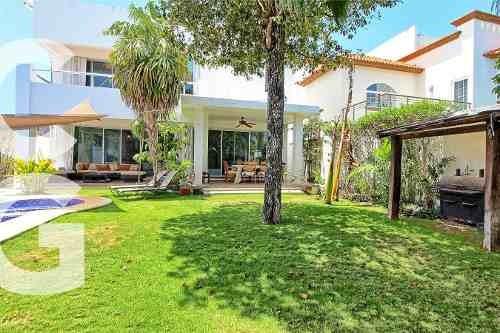 Casa En Venta En Cancun En Residencial Cumbres Doble Terreno