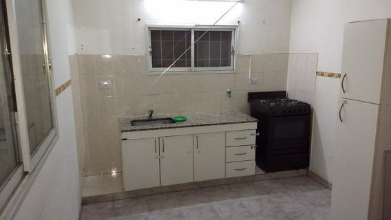 Alquilo Casa 2 Dorm. C/cochera $ 18000 En Barrio Los Platanos