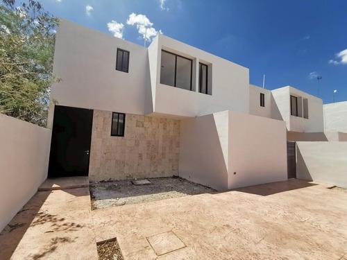 ¡oportunidad! Estrena Casa Con 3 Hab. Terraza Y Piscina A Un Super Precio, Cholul, Mérida
