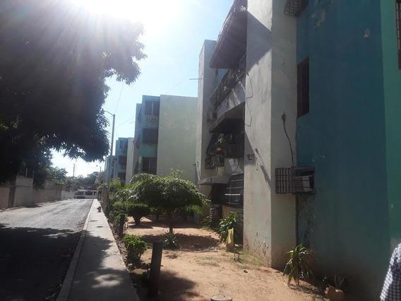 Apartamento En Venta En Gallo Verde, Maracaibo