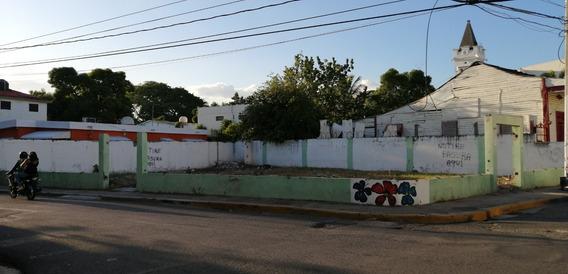 Se Vende Solar De Esquina Detras Del Ayuntamiento Con 300 Mt