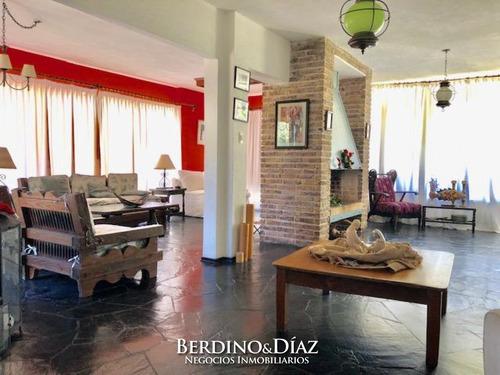 Espectacular Casa En Venta Ideal Para Vivir Todo El Año Con Una Ubicacion Inmejorable A Solo Cuadras De Playa Mansa- Ref: 112