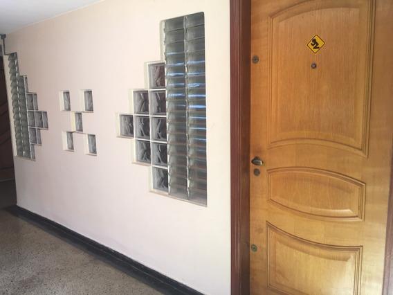 Sala Comercial Com Armãrios E Estantes / Elevador