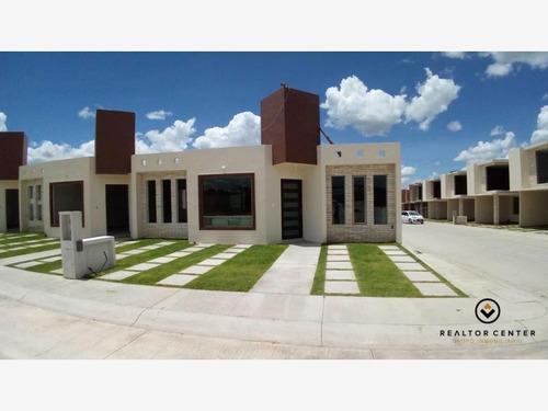 Imagen 1 de 11 de Casa Sola En Venta Privada Con Alberca. A 5 Min De Plaza Explanada.