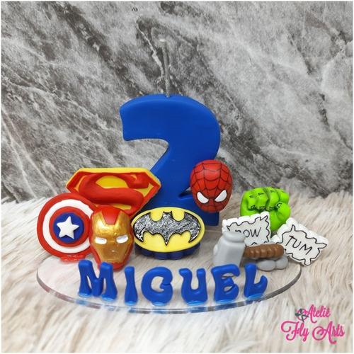 Imagem 1 de 4 de Vela Topo De Bolo Herois Em Biscuit Vela Decorada