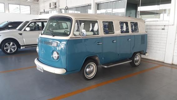 Volkswagen Kombi Luxo 6 Portas