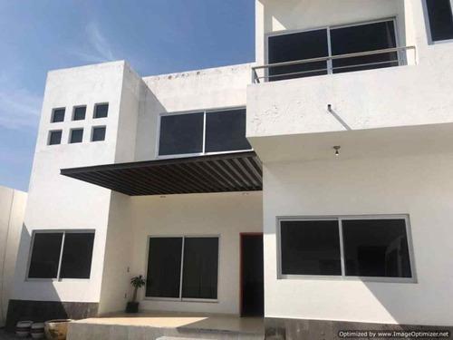Casa Sola En Fraccionamiento Pedregal De Las Fuentes / Jiutepec - Est-80-cs