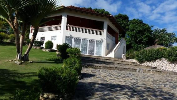 Casa Amueblada De 3 Ambientes Y 2 Boños