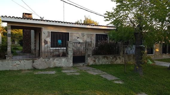 Casa De Dos Dormitorios Con Apartamento Al Fondo.