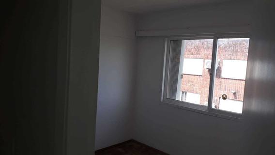 Apartamento De 3 Dormitorios En Tercer Piso, Muy Seguro