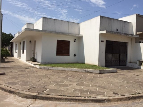 Imagen 1 de 16 de Lobos Casa Céntrica Plaza Tucumán