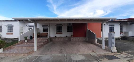 Casa En Venta Los Cerezos 19-17439 Telf: 04245975099