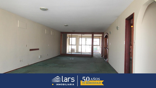Oficina Para Alquilar / Ciudad Vieja - Inmobiliaria Lars