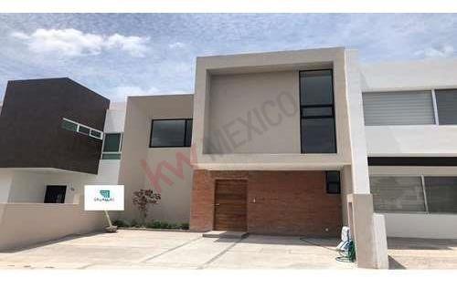 Moderna Casa En Venta En Juriquilla Santa Fe En Fraccionamiento Privado Con Vigilancia