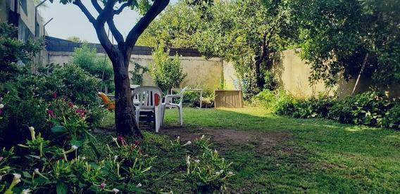 Casa En Venta Con Jardín En Alberdi Oeste