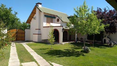 Vendo Casa Amplio Parque Y Cochera